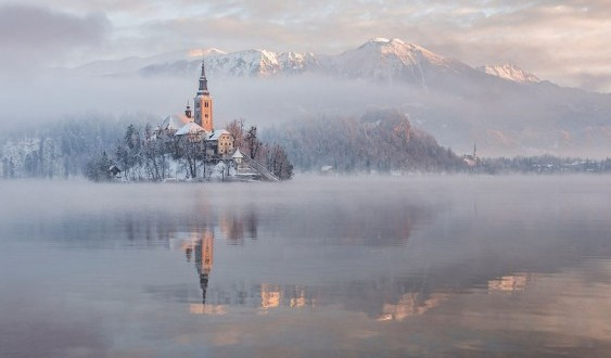 i-photographed-lake-bled-on-a-fairytale-winter-morning-7__880-563x353